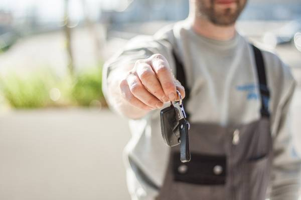mechanic returning keys to car